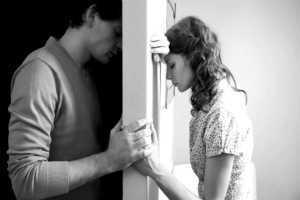 стена между мужем и женой