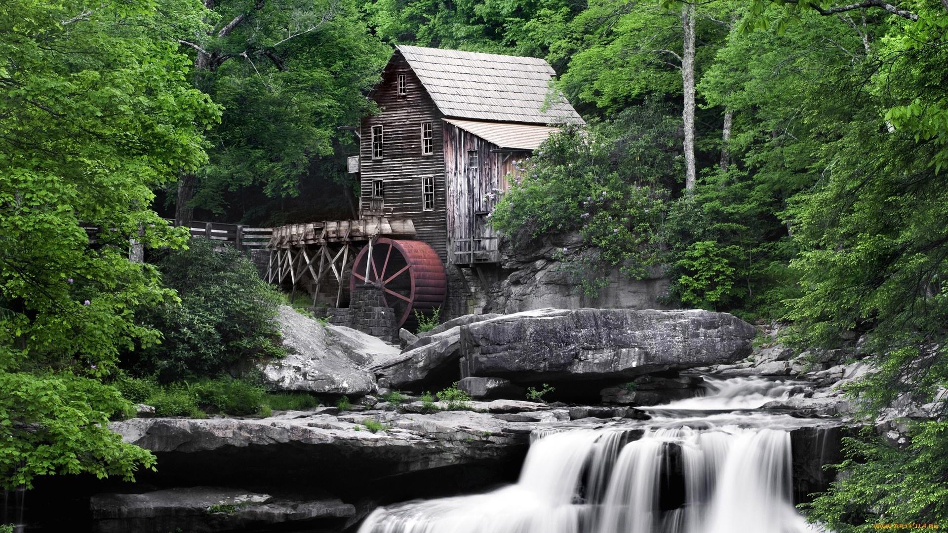 дом у горной реки