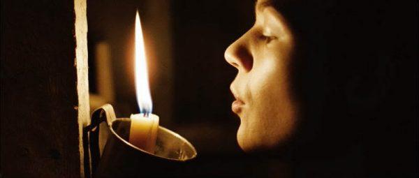 Как задувать свечи?