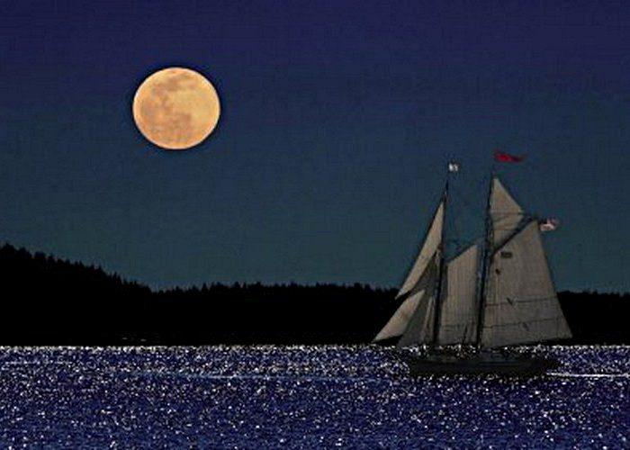 Луна красного цвета