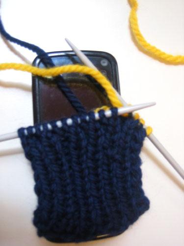 Вяжем чехольчик для мобильника