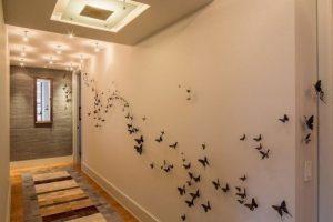 бабочки в прихожей