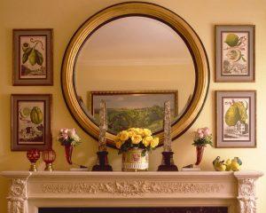зеркало напротив картины