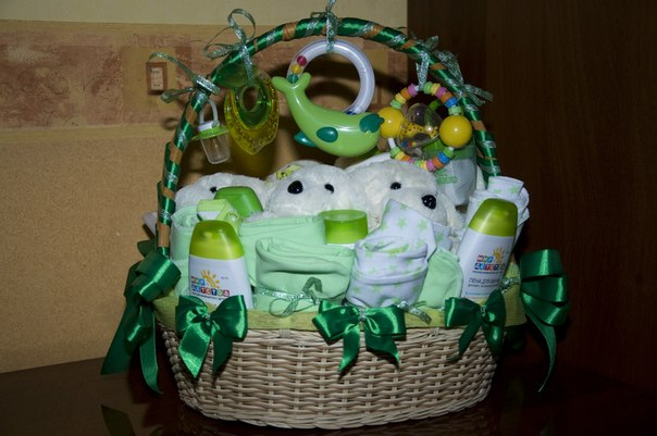 Что можно подарить новорожденному